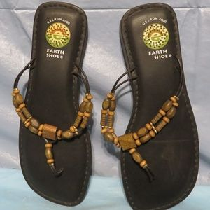 GELRON 2000 EARTH SHOE WOODEN BEADS PRE OWNED